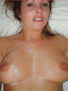Пышногрудая куколка раздвигает ляжки и хочет трахаться - секс порно фото