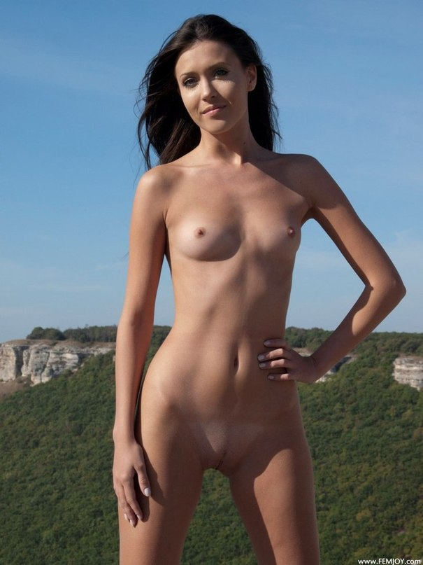 Подборка стройных моделей на природе и в помещении - секс порно фото
