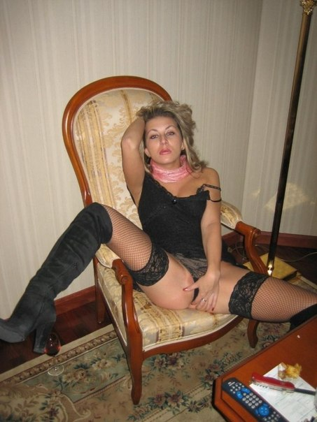 Полногрудые женщины гоняют себе дырочки - секс порно фото