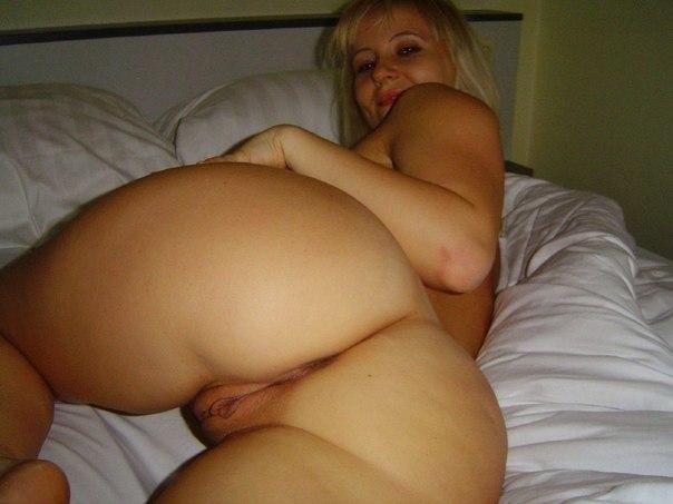 Потрясающие дамы сосут члены и показывают большие сиськи - секс порно фото