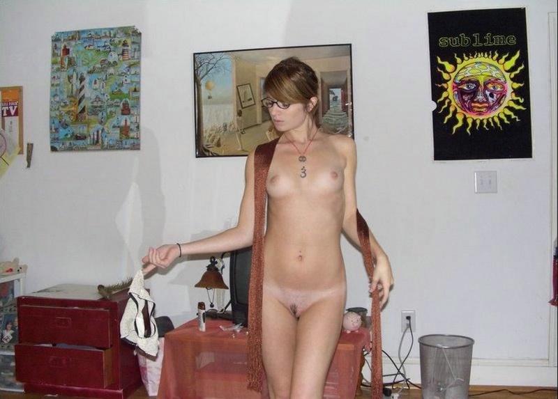 Нескромная американская девушка в нижнем белье и без него - секс порно фото