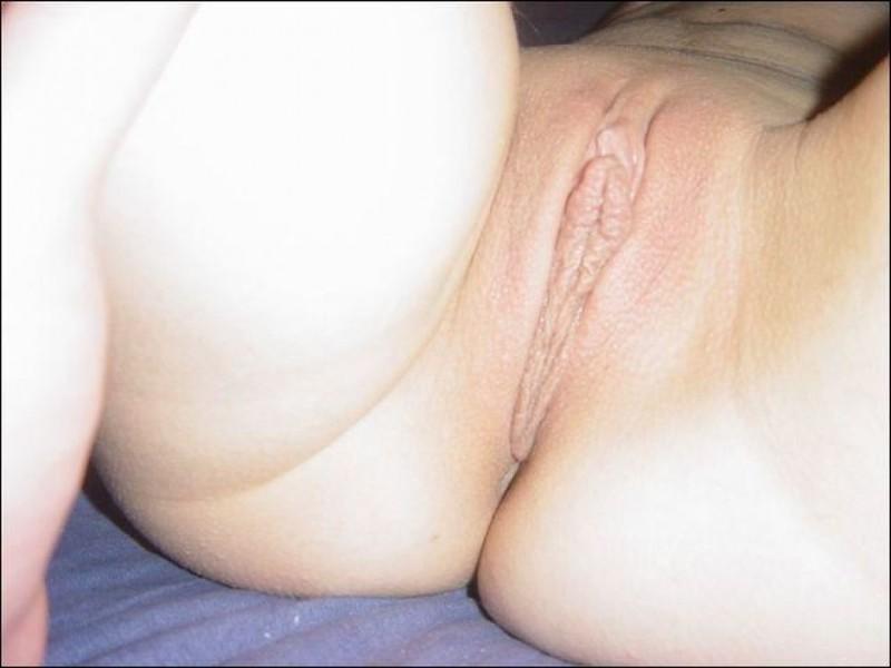 Девчонка мастурбирует клитор над членом партнера - секс порно фото