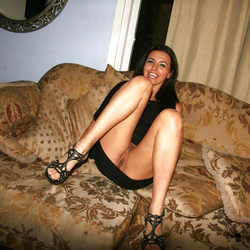 Сексуальные девушки позируют и трахаются с партнерами - секс порно фото