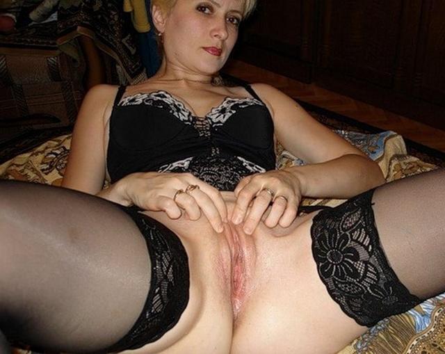 Страстные женщины раздвигают ляжки и хотят потрахаться - секс порно фото