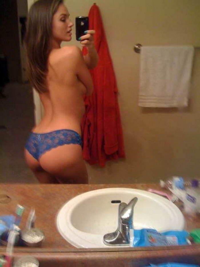 Обалденные девушки в трусиках позируют для мужчин - секс порно фото