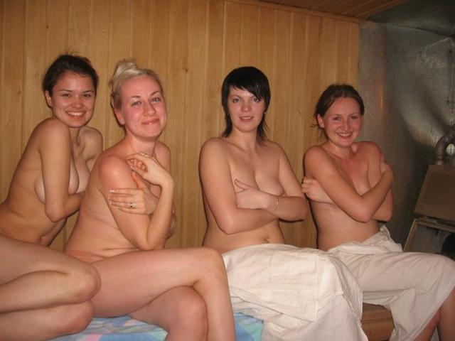 Девушки и женщины радостно посещают сауну - секс порно фото