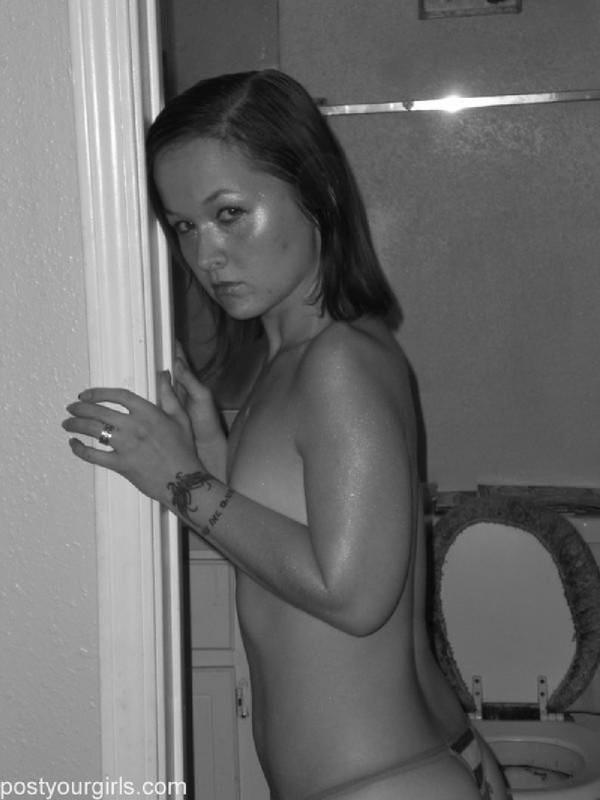 Прекрасная и одиноко скучающая девушка - секс порно фото