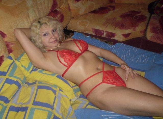 Мамка позирует и хочет трахаться сию минуту - секс порно фото