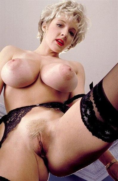 Аппетитные женщины позируют на досуге - секс порно фото
