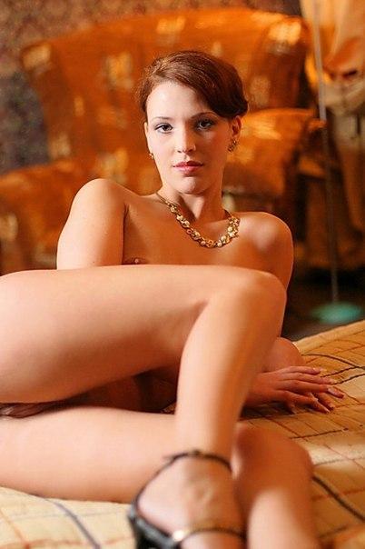 Сладкие киски обаятельных девушек смотрят на Вас - секс порно фото
