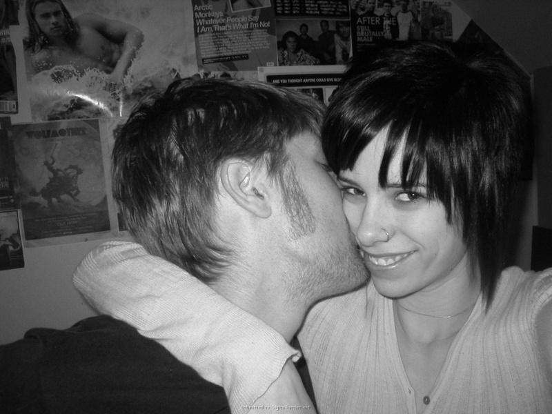 Откровенные позы развратной девушки для сайта знакомств - секс порно фото
