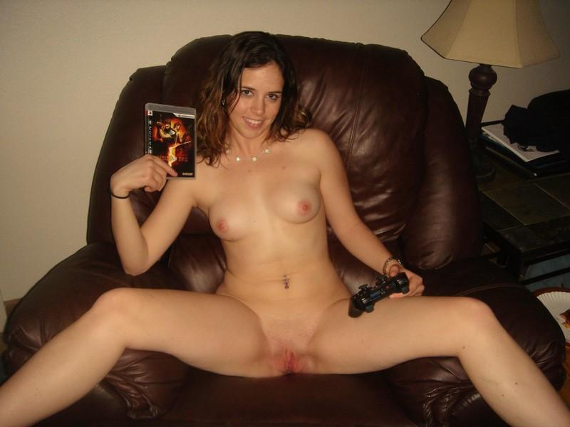 Безобразная девушка охотно раздвигает булки - секс порно фото