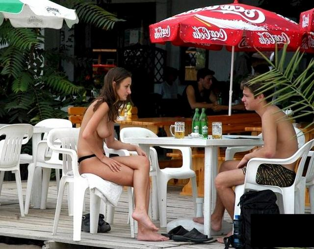 Подборка голых леди в публичных местах - секс порно фото