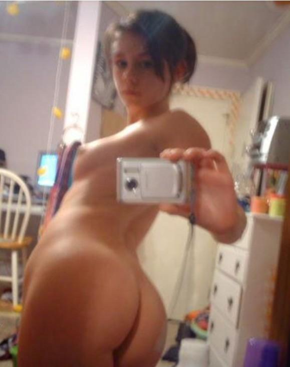 Различные подруги показаны нам без одежды - секс порно фото