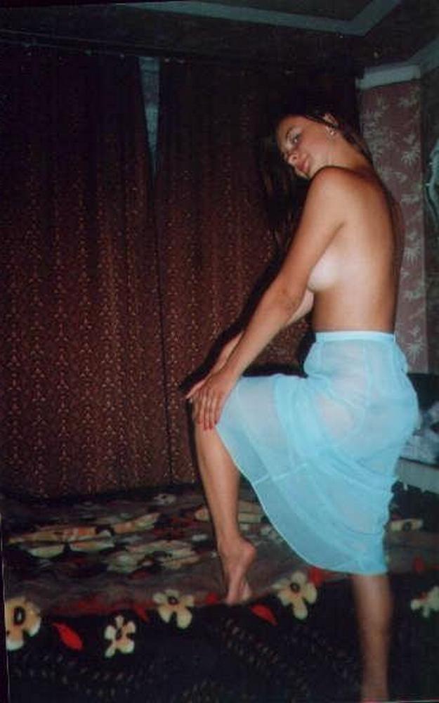 Старые снимки молодых девушек в своих комнатах - секс порно фото