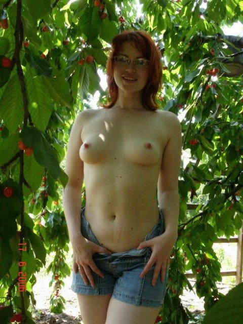 Рыжая стерва не отказывается от секса и позерства - секс порно фото