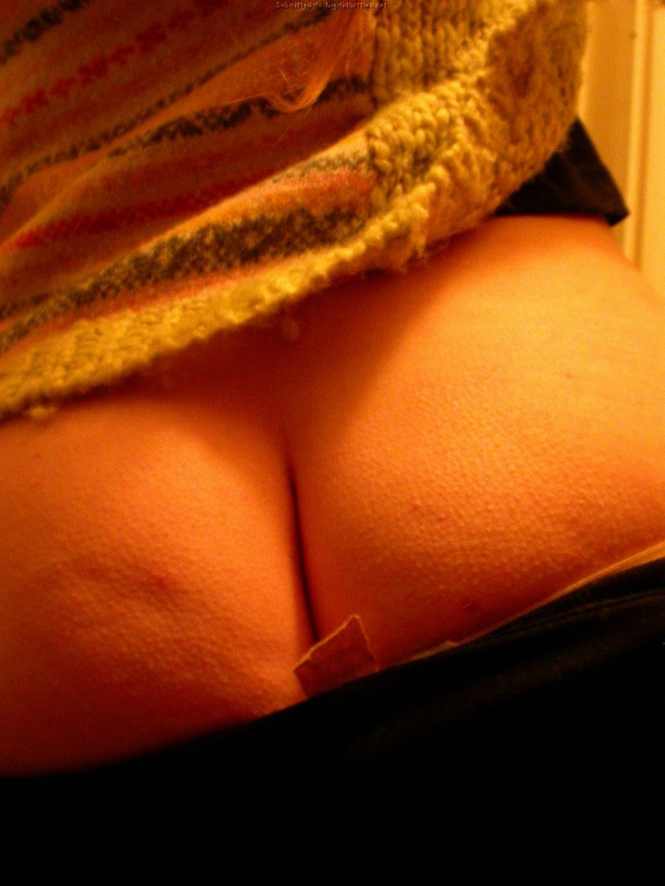 Рыжая мамка играет дома с писей - секс порно фото