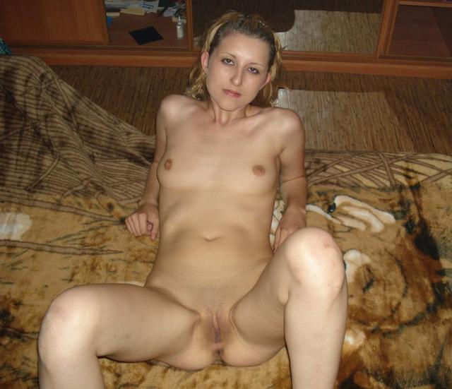 Интимные снимки горячих студенток в подъезде и дома - секс порно фото