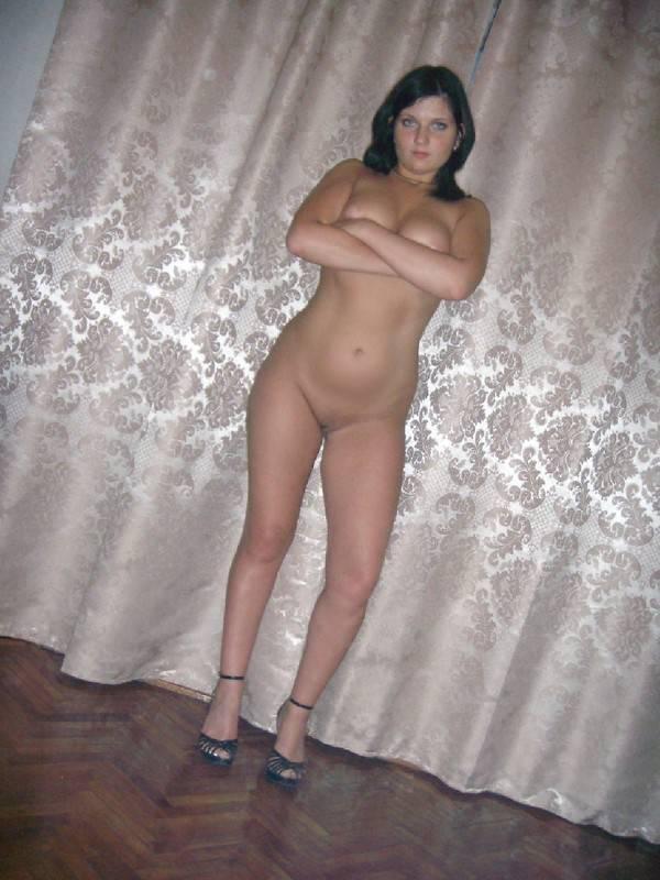 Девушка с потрясающим телом позирует для сайта знакомств - секс порно фото
