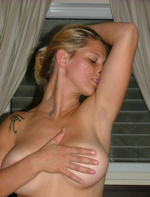 30-летняя девушка теряет девственность перед камерой - секс порно фото