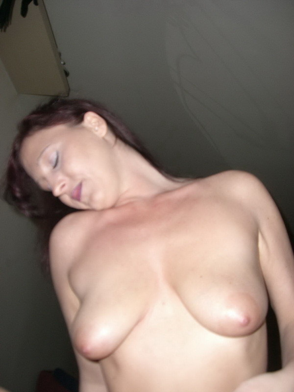 Стерва в сапожках умеет при желании делать сочный минет - секс порно фото