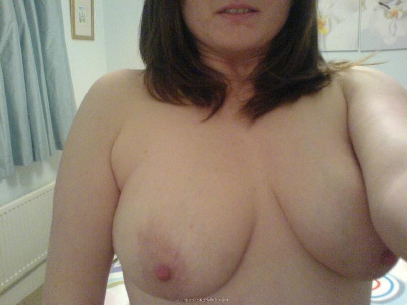 Баба любит хвастаться своими большими сиськами - секс порно фото