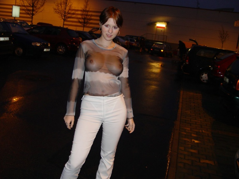 Рыжая девушка показывает себя голой - секс порно фото