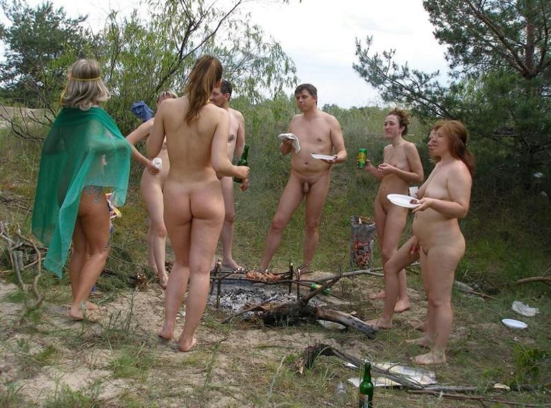 Нудистский отдых под открытым небом на речке - секс порно фото
