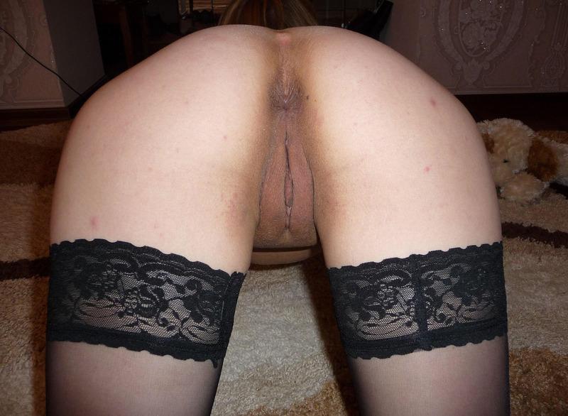 Молодая показала нижнее белье затем разделась - секс порно фото